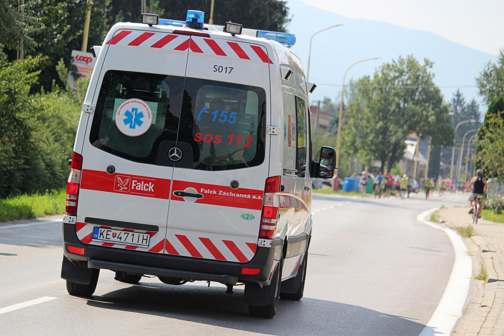 ambulance-4399173_1920